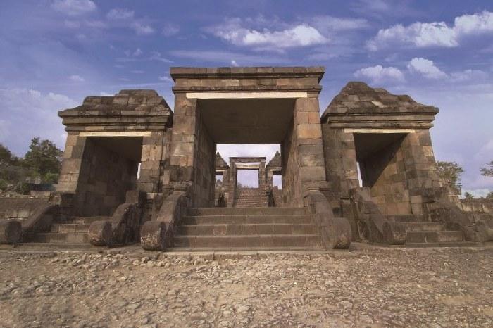 王様の住居跡といわれるラトゥボコ遺跡。