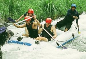 ラフティング イン トラガワジャ川