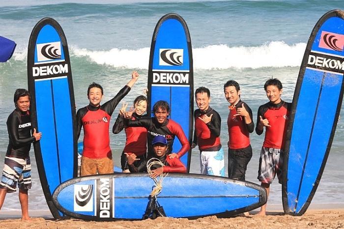 サーフィンって本当に面白いの?はい、波の上を滑る感覚は最高なのです!