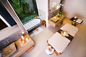 ちなみに宿泊ヴィラにはマッサージベッドが設置されていて、お部屋でスパが受けられます。