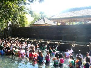 聖なる湧き水のお寺 ティルタエンプル