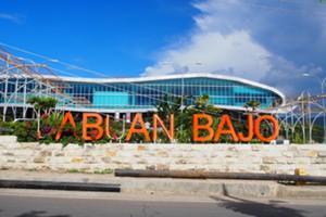 ラブアンバジョー空港