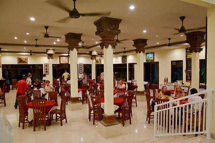 スタンダードプランは、シーフードディナーまたはインドネシアンディナーからお選びいただけます。