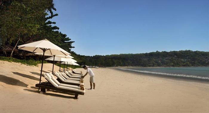 目の前にはジンバランの眩しい砂浜