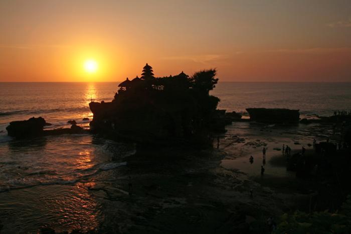海の寺院タナロット、タマンアユン寺院&ディナー