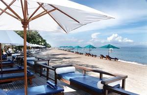 プリサントリアンはサヌールの穏やかななビーチサイドに位置する老舗人気ホテルです。