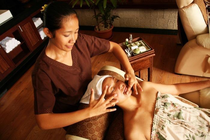 肌にとって最も重要な水分バランスを整え健康的で美しい肌の再生を促します。