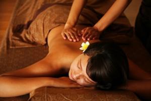 全身のボディマッサージでは体内の毒素を排出して緊張を取り除きます。