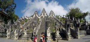 バリ島人気観光地、天空のパワースポット~ランプヤン寺院~へレッツゴー♪♪