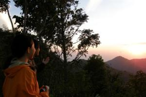 ランプヤン山中腹の朝日観賞 ポイントへ