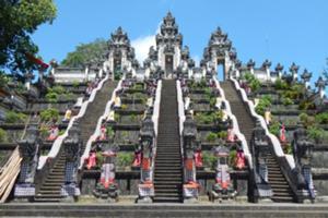 バリ島のパワースポットを訪れる ヒーリングの旅、天空の寺院ランプヤンへ。