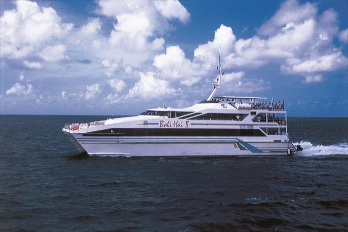 バリハイ号でベノア港からクルーズの旅が始まります。